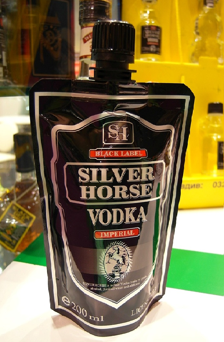 vodka puch edited 21 Creative Packaging of Alcoholic Drinks   Vodka in a Pouch!